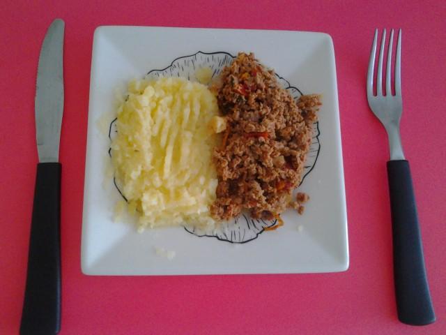 Almoço - Purê de batata e carne moída