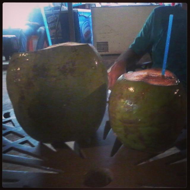 Água de coco, sempre.